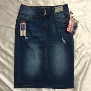 NWT !iT Tatiana Distressed Denim Skirt Size 6